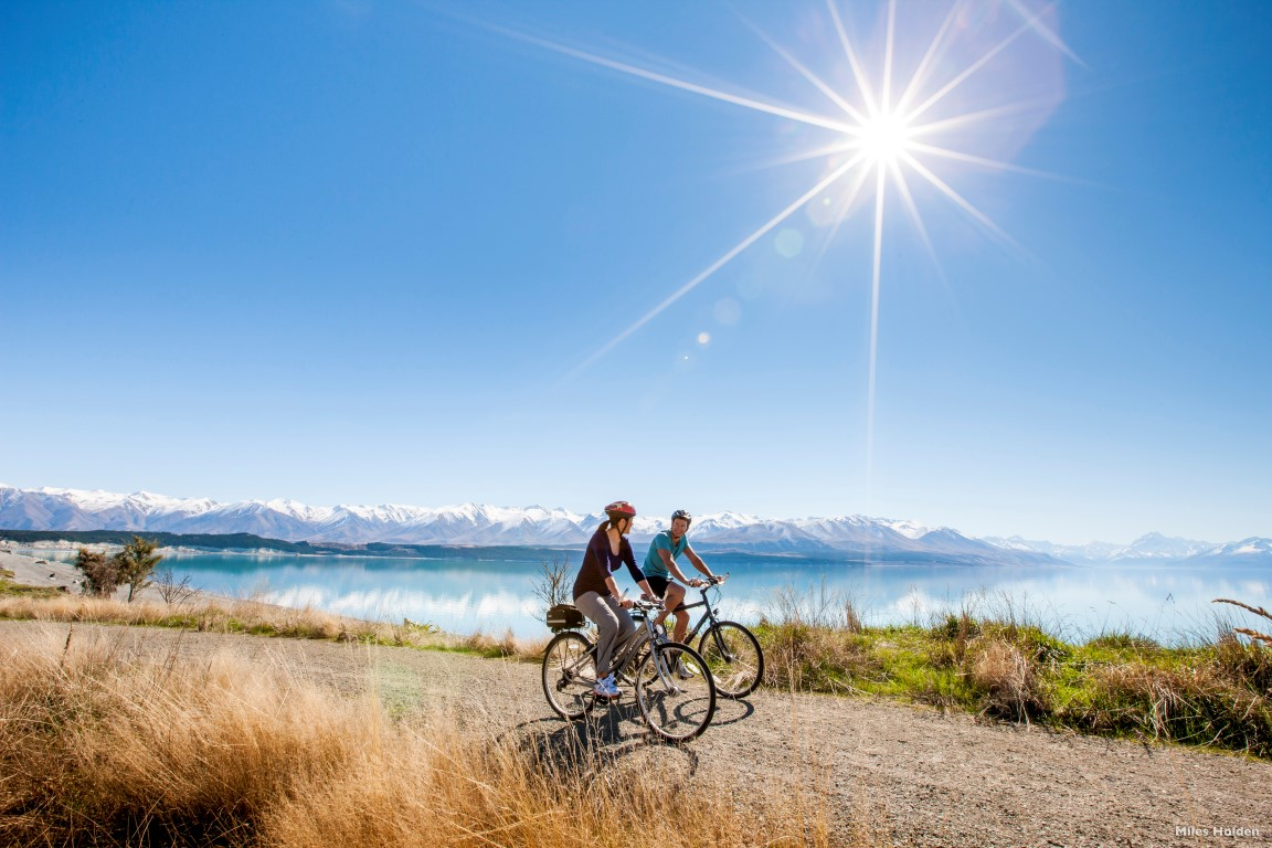 AC44-Alps-2-Ocean-Cycle-Trail-Lake-Pukaki-Canterbury-Miles-Holden-Medium